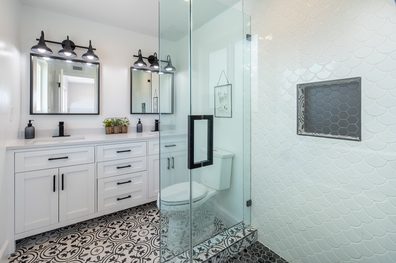 A beautiful bathroom with white painted cabinets
